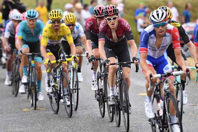 Los ciclistas durante la etapa del domingo en el Tour de Francia 2019