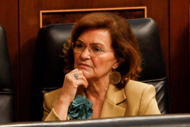 La vicepresidenta del Gobierno en funciones, Carmen Calvo, asiste a la primera sesión del debate de investidura a la Presidencia del Gobierno en el Congreso de los Diputados.