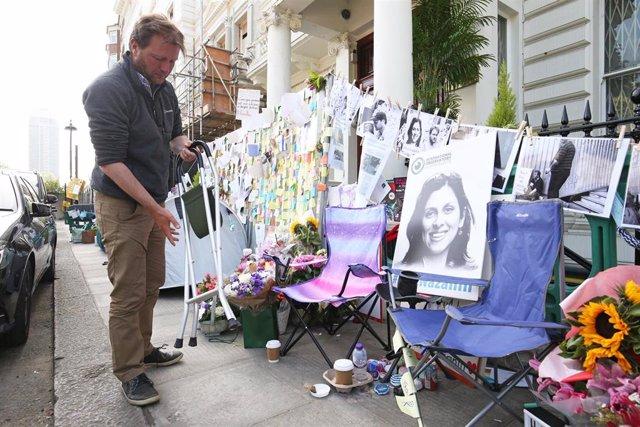 Richard Ratcliffe, marido de Nazanin Zaghari-Ratcliffe, durante la huelga de hambre que realizó ante la Embajada de Irán en Londres