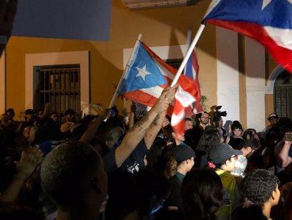 La Policía de Puerto Rico emplea gases lacrimógenos para sofocar las protestas a favor de la dimisión de Rosselló