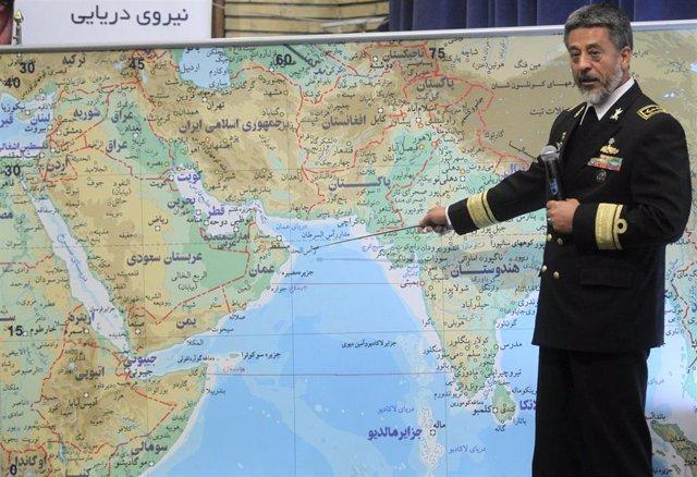 Un oficial de la marina iraní describe maniobras navales en el estrecho de Ormuz