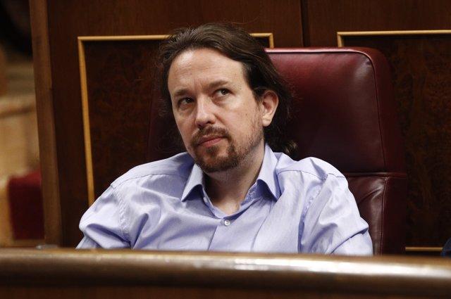 El secretario general de Podemos, Pablo Iglesias, y el todavía secretario general de Organización del Partido, Pablo Echenique, intervienen en una rueda de prensa tras la reunión mantenida con los cabezas de negociación de la Comunidad Valenciana, Baleare