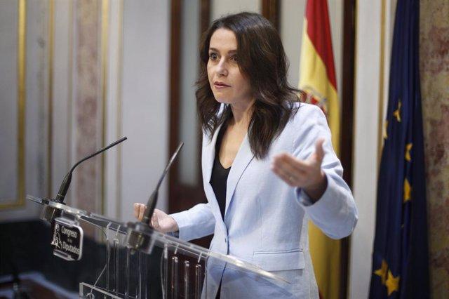La portaveu de Ciutadans al Congrés dels Diputats,  Inés Arrimadas, valora la intervenció del president del Govern en funcions i candidat socialista a la reelecció després del seu discurs en la primera sessió del debat d'investidura a la Presideixen