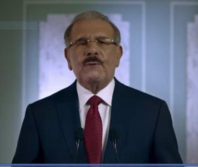 El presidemte da una rueda de prensa comunicando que no se presentará a la reelección