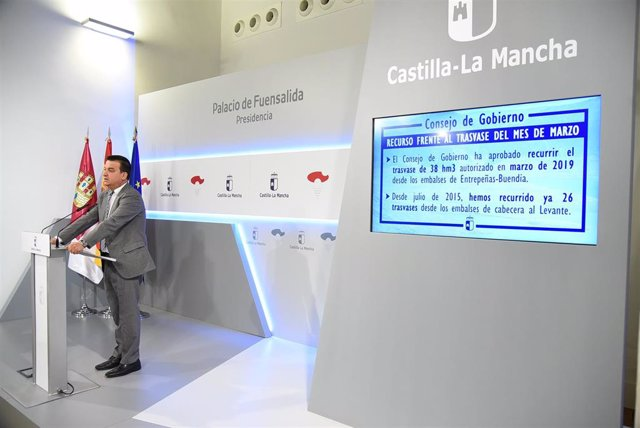 El consejero de Agricultura, Agua y Desarrollo Rural de C-LM,, Francisco Martínez Arroyo.