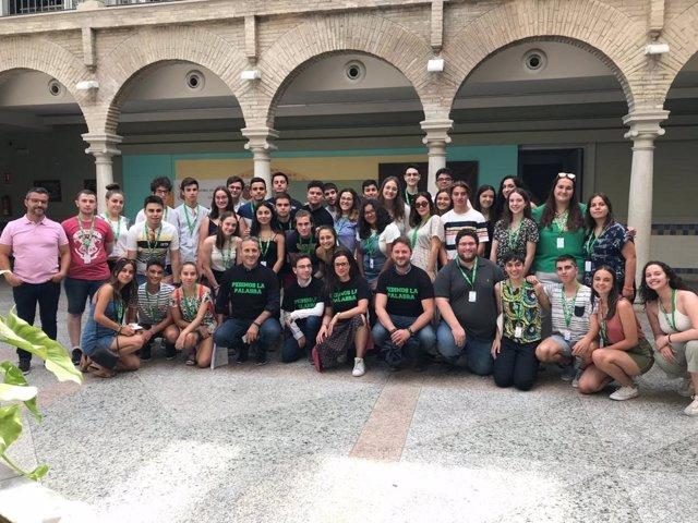 Participantes en la decimoquinta Escuela de Verano de la Confederación Estatal de Asociaciones de Estudiantes (CANAE) que se celebra en la localidad jienense de Cazorla.