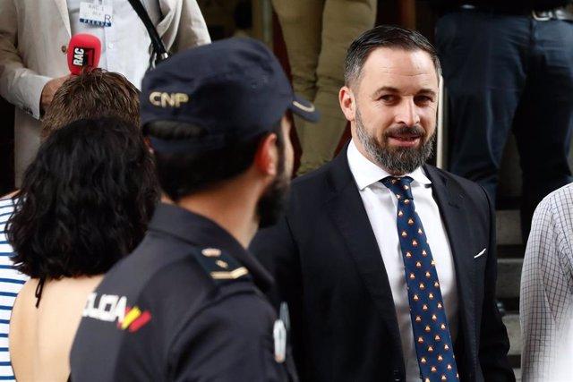 El presidente de Vox, Santiago Abascal, a su llegada al Congreso de los Diputados para la segunda sesión del debate de investidura del candidato socialista a la Presidencia del Gobierno.
