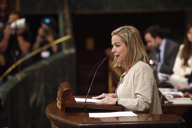 La portavoz de Coalición Canaria en el Congreso, Ana Oramas,  interviene en la segunda sesión del debate de investidura del candidato socialista a la Presidencia del Gobierno.