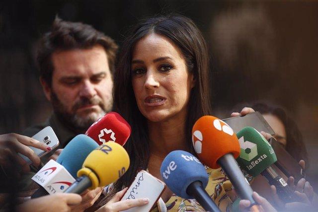 La vicealcaldesa de Madrid, Begoña Villacís, ofrece declaraciones a los medios de comunicación a la salida de la comisión de vicealcaldía en la Plaza de la Villa de Madrid.