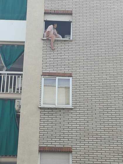 Ejecutado en Parla el desahucio de 2 mujeres y un bebé pero suspendido otro cuya afectada intentó tirarse por la ventana