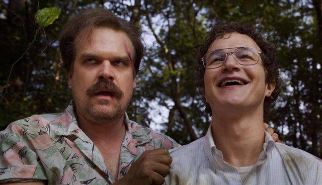 Imagen de la tercera temporada de Stranger Things con Jim Hopper y Alexei