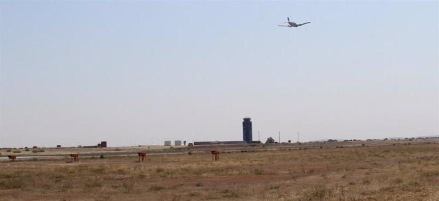 Vuelo de prueba en las inmediaciones del aeropuerto de Ciudad Real, cada vez más cerca de su apertura tras la visita de técnicos de AESA
