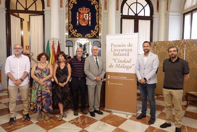 El Ayuntamiento De Málaga Informa: La Escritora Jiennsense Patricia Garcia Rojo, Ganadora Del X Premio De Literatura Infantil Ciudad De Málaga Por El Bosque De La Cima De La Montaña