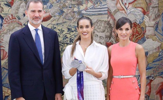 Ona Carbonell junto a Don Felipe y Doña Letizia en el Palacio de la Zarzuela