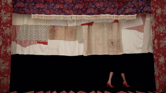 El museo Reina Sofía expone desde este martes 23 de julio al 2 marzo de 2020, 'lindalocaviejabruja', una exposición de la artista hispano-brasileña Sara Ramo