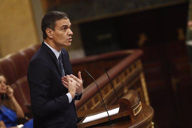 El presidente del Gobierno en funciones y candidato socialista a la reelección, Pedro Sánchez, da la réplica a la intervención del portavoz de ERC en el Congreso de los Diputados durante la segunda sesión del debate de investidura del candidato socialista
