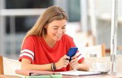 Gairebé 2 de cada 3 espanyols d'entre 18 i 24 anys ha rebut contingut sexual en el seu 'smartphone', segons Wiko (WIKO)