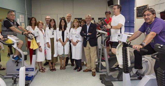 El consejero de Sanidad en funciones, Enrique Ruiz Escudero, durante su visita la Unidad de Cardiología de Alta Resolución del Hospital Gregorio Marañón.