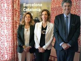 (De Izquierda A Derecha) La Directiva Del Barça Marta Plana, La Consellera Àngels Chacón Y El Comisionado Del Ayuntamiento De Barcelona Lluís Gómez.