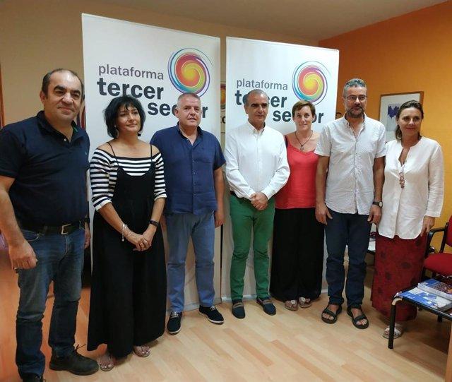Representantes de la Plataforma del Tercer Sector y de las ONG Amigos de la Tierra, Ecologistas en Acción, SEO/BirdLife y WWF firman un convenio de colaboración.
