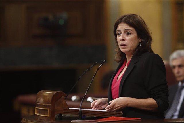 La vicesecretaria general del PSOE y portavoz del partido en el Congreso, Adriana Lastra, interviene durante la segunda sesión del debate de investidura del candidato socialista a la Presidencia del Gobierno.