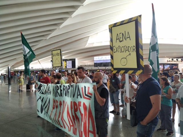 Concentración de ELA en el Aeropuerto de Loiu (Bizkaia)