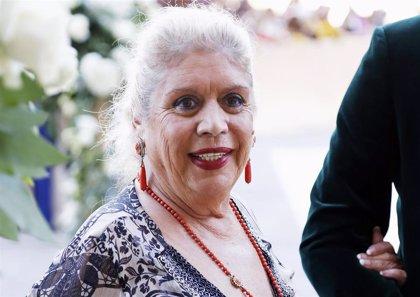 María Jiménez, en silla de ruedas y muy delgada tras recibir el alta hospitalaria