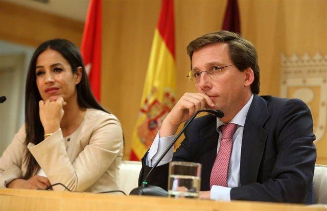 El alcalde de Madrid, José Luis Martínez-Almeida, y la vicealcaldesa de la capital, Begoña Villacís, comparecen en rueda de prensa tras la Junta de Gobierno municipal.
