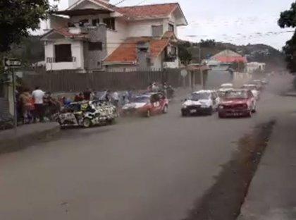 El brutal atropello a 13 espectadores en un circuito de coches en Ecuador