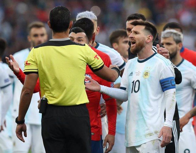 Lionel Messi durante su expulsión en la Copa America 2019