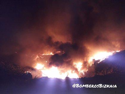 Controlado un incendio en el vertedero de Zalla (Bizkaia)