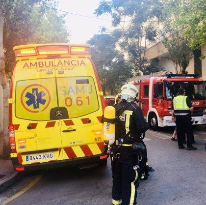 Trasladan al Hospital Vall d'Hebron a la mujer herida crítica en el incendio de Llucmajor