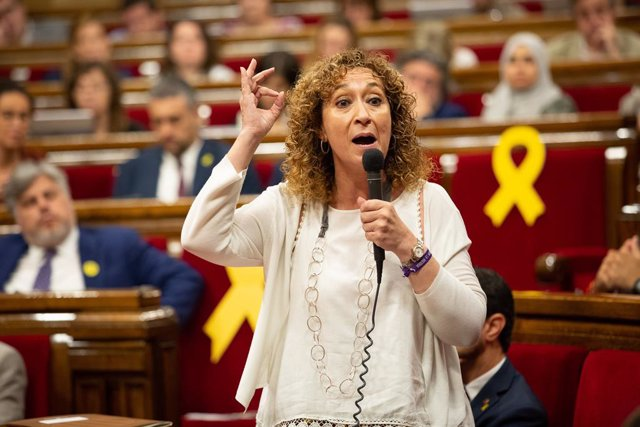 La consellera de Justícia de la Generalitat, Ester Capella, intervé des del seu escó en una sessió del ple del Parlament de Catalunya.