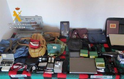 Detenido en Benavente (Zamora) por robar en el interior de diez vehículos