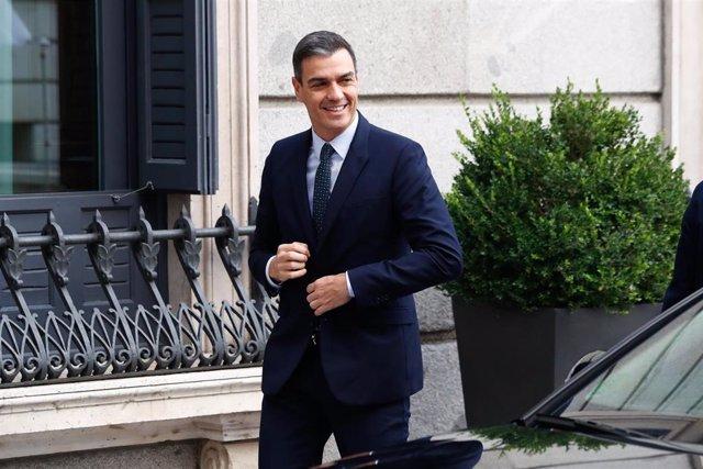 El presidente del Gobierno en funciones y candidato a la reelección por el PSOE, Pedro Sánchez, a su llegada al Congreso de los Diputados para la segunda sesión del debate de investidura del candidato socialista a la Presidencia del Gobierno.