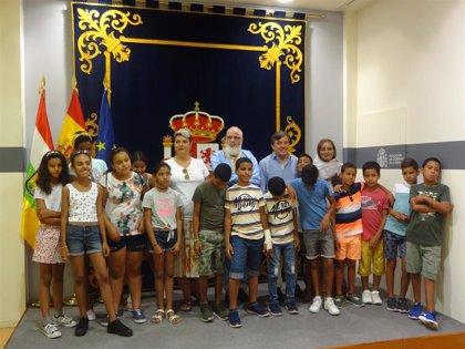 """El delegado del Gobierno recibe a los niños y niñas saharauis que participan este año en el Programa """"Vacaciones en Paz"""""""