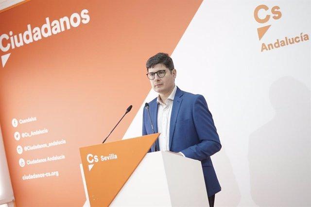 Pimentel comenta los presupuestos de la Junta de Andalucía en la capital.