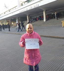 Delfina, la pequeña de ocho años que ha conseguido superar el cáncer tras 52 qui