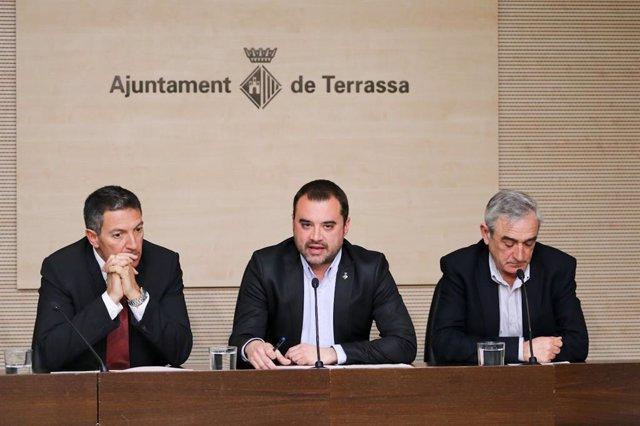 El alcalde de Terrassa, Jordi Ballart (centro)