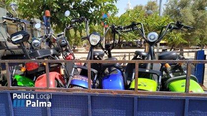 La Policia Local retira 15 motocicletes elèctriques a la Platja de Palma