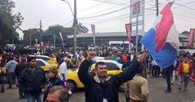 HUELGA DE TAXISTAS EN PARAGUAY