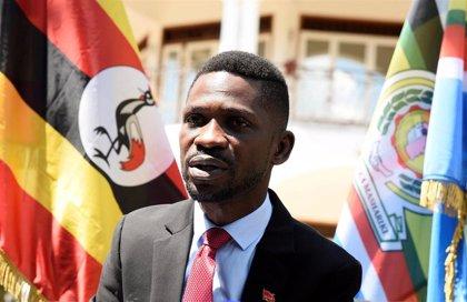 El cantante y opositor Bobi Wine anuncia que se presentará a las presidenciales en 2021 en Uganda