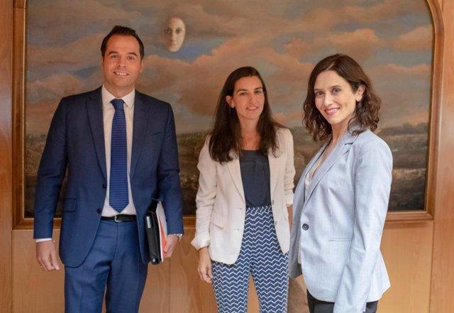 Los líderes de Cs y Vox en la Comunidad de Madrid, Ignacio Aguado y Rocío Monasterio, respectivamente, junto a la candidata del PP a la Presidencia de la Comunidad de Madrid, Isabel Díaz Ayuso.