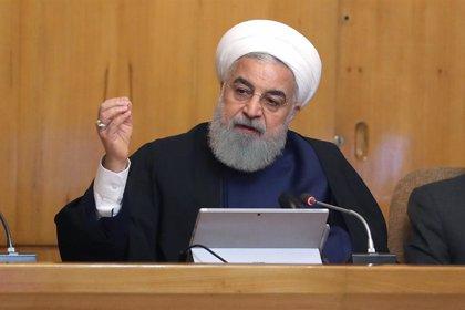 """Rohani dice que Irán """"no permitirá que nadie altere el orden"""" en el golfo Pérsico y el estrecho de Ormuz"""