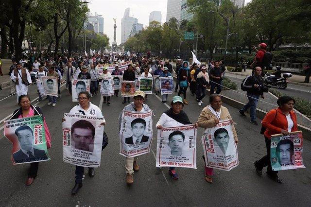 Manifestación por los 43 estudiantes de Ayotzinapa