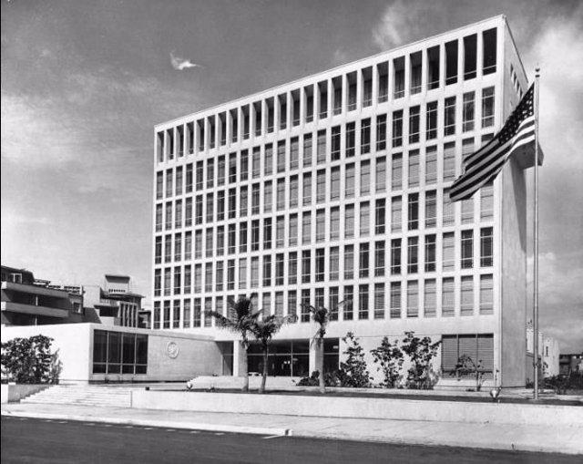 Este viernes 14, Cuba y Estados Unidos han presenciado un momento histórico: la izada de la bandera norteamericana en la recién inaugurada Embajada de La Habana, culminando así el proceso de normalización de las relaciones diplomáticas entre ambos paíse