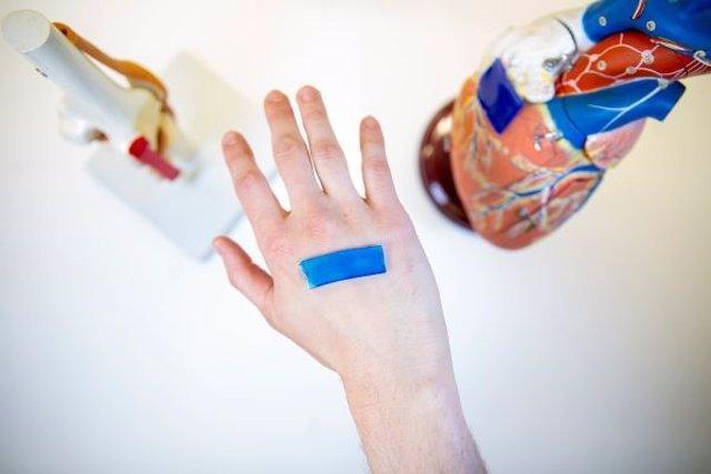 """Apósitos adhesivos mecánicamente activos bioinspirados para acelerar el cierre de la herida"""""""