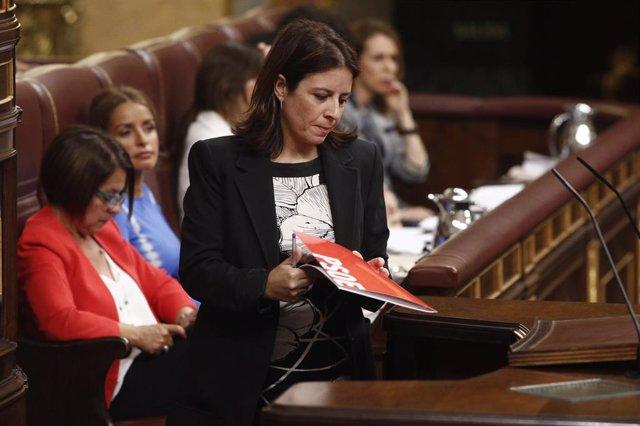 La portaveu del PSOE al Congrés dels Diputats, Andriana Llastra abans del seu discurs previ a la segona votació per a la investidura del candidat socialista a la Presidència del Govern.