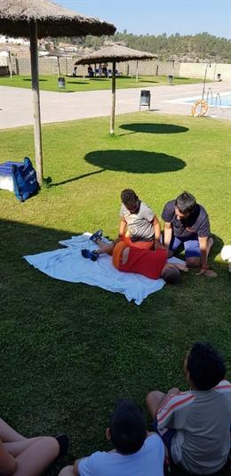 Profesionales del Hospital de Riotinto forman en primeros auxilios.