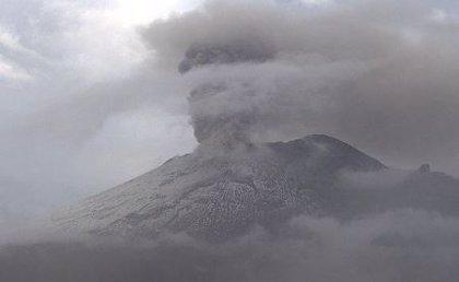 El volcán Popocatépetl registra tres explosiones acompañadas de agua, gas y ceniza